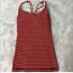 LULU LEMON TOP !! Pre owned but in new condition. Pads are included . SIZE 6 lululemon athletica Tops Tank Tops