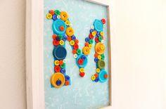 Decora con un monograma en botones | Blog de BabyCenter