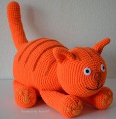 made by home: Haakpatroon Dikkertje dik gratis nach Hause Gato Crochet, Diy Crochet, Crochet Dolls, Amigurumi Doll, Amigurumi Patterns, Crochet Patterns, Baby Blanket Crochet, Crochet Baby, Crochet Animals