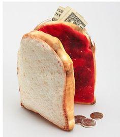 Photobucket. Llevar a su sándwich favorito por todas partes con este práctico de imitación de PB & J bolsa. La tela de calidad fotográfica hace que se vea totalmente delicioso! Cada medio bocadillo realiza una amplia bolsa con cremallera-abrirlo para ver la mantequilla n 'jalea de cacahuete mitades, que se pegan juntos, con un cierre magnético. Comprar aquí.