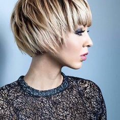 Transformation cut, color for the catalog thanks to … - All For Bob Hair Trending Fringe Hairstyles, Short Bob Hairstyles, Hairstyles Haircuts, Pretty Hairstyles, Medium Hair Styles, Short Hair Styles, Grunge Hair, Hair Today, Hair Highlights