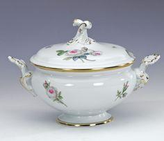 Terrine, rd.m.A.  mit Schnörkel, Weiße Rose mit Purpurkern, Goldrand, 0,65 l