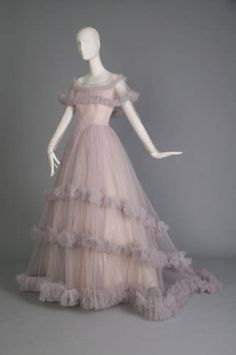 Christian Dior. Wedding gown, 1955. Silk tulle, taffeta. Gift of Mrs. John Straub to the Chicago History Museum.