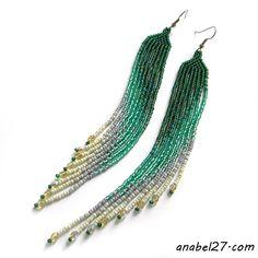 Длинные зеленые серьги из бисера
