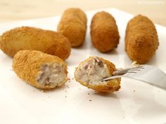 Croquetas de carne de cocido - MisThermorecetas I Companion, My Favorite Food, Favorite Recipes, Deli Food, Fat Foods, Latin Food, Mediterranean Recipes, Turkey Recipes, Finger Foods