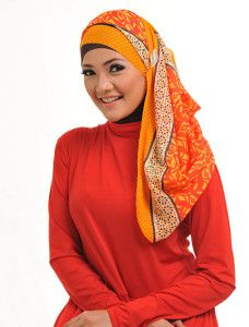 Kaila Lavia    Dengan paduan aneka motif dalam 1 kerudung, menjadikan kreasi jilbab Anda terlihat 'kaya' dan beragam.    Note : ciput dan bros dijual terpisah