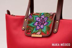 Los colores de 'Camelia' demuestran la fuerza de las artesanías mexicanas. #MakaMéxico #Bolsas
