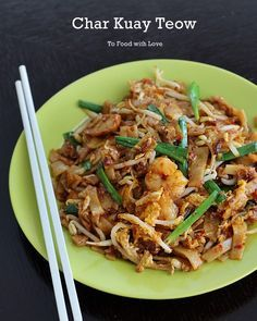 Here& a new and improved recipe for Char Kuay Teow (fried rice noodles), a popular street food in Malaysia. Try this version and le. Mie Noodles, Fried Rice Noodles, Asian Noodles, Keto Noodles, Malaysian Cuisine, Malaysian Food, Malaysian Recipes, Asian Recipes, Healthy Recipes