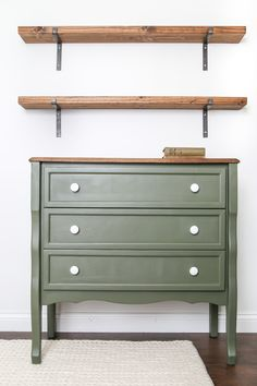 Nursery Furniture Makeover Nursery Furniture Makeover Tiffany Williams Crockett things Check out this awesome nursery furniture makeover Keeping with a neutral theme nbsp hellip makeover dresser Cheap Furniture Makeover, Diy Furniture Renovation, My Furniture, Repurposed Furniture, Furniture Projects, Diy Nursery Furniture, Diy Green Furniture, Furniture Design, Painted Baby Furniture