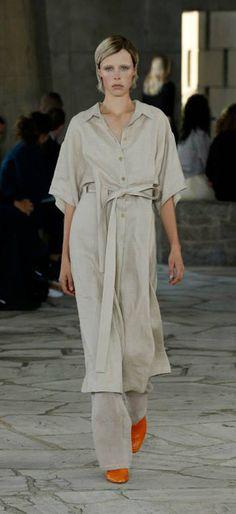 LOOK 28. Greige Linen Shirt Dress / Hemp Linen Judo Trousers / Coral Python Drop Heel Pump, #loewejwa