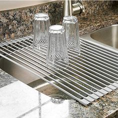 Surpahs Over the Sink Multipurpose Roll-Up Dish Drying Rack (Warm Gray) - Funky Kitchen Gadgets Small Kitchen Organization, Kitchen Hacks, Kitchen Gadgets, Organization Ideas, Bathroom Gadgets, Kitchen Ideas, Bathroom Cleaning, Kitchen Organizers, Kitchen Tops