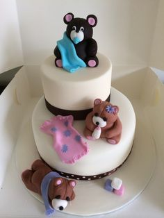 A beary special baby shower cake