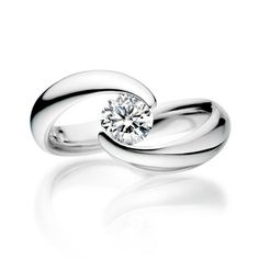 Single stone brilliant-cut embrace ring