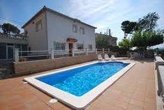 Bel appartement pour 4 personnes dans une villa. La piscine et la terrasse sont réservées pour vous. A côté de l'appartement se trouve un parking. La résidence se trouve à 7 km de la plage de Lloret de Mar.