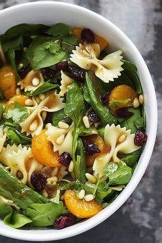 Salade pousses épinards pignons abricots secs farfalles
