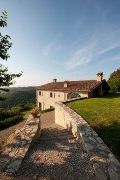 Villa La vecchia Casella a circa 20 chilometri di strada da la città d'arte di Todi e 35 chilometri da Perugia. - http://www.umbriadomus.it/property/la-vecchia-casella