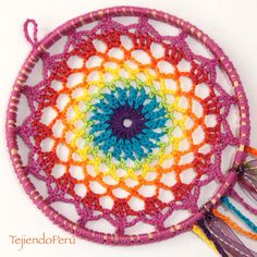 Crochet: atrapa sueños arcoíris!! Video tutorial del paso a paso! Diy Tricot Crochet, Crochet Home, Crochet Motif, Crochet Doilies, Free Crochet, Crochet Patterns, Crochet Dreamcatcher Pattern Free, Pattern Leaf, Crochet Decoration