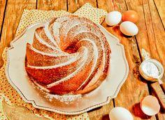 Lemon Buttermilk Bundt, moist, tender cake for breakfast or tea, in spanish