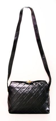 1452d8f115b CHANEL SHOULDER BAG Roze Handtassen, Chanel Handtassen, Tassen Van Chanel,  Portemonnees En Handtassen
