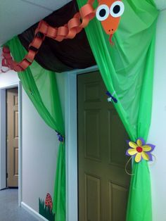Journey off the map VBS 2015 class door decor by Becky Sampson, April King and Michelle Bruce Vbs Crafts, Diy And Crafts, Crafts For Kids, Paper Crafts, Safari Crafts, Safari Theme, Jungle Theme, Jungle Room, Preschool Jungle