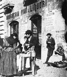 bancarella di merceria a Piazza Navona (1890 -1900)