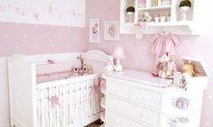 Que tal um enxoval rosa dos sonhos? A decoração desse quarto de bebê com enxoval rosa e branco ficou simplesmente deslumbrante, cheio de delicadeza e romantismo.