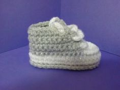 getlinkyoutube.com-How to crochet My easy new born baby converse style slippers p1