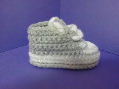 getlinkyoutube.com-How to crochet My easy new born baby converse style slippers p1