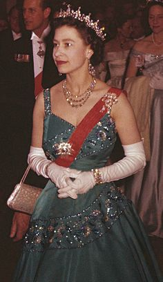 Queen Elizabeth II (Mirror image) at the Louvre April 1957 God Save The Queen, Hm The Queen, Royal Queen, Her Majesty The Queen, English Royal Family, British Royal Families, Windsor, Royal Tiaras, Royal Jewels