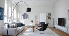 60 Best Inspire Scandinavian Living Room Design December Leave a Comment It's very easy to recognize a Scandinavian interior design. But there isn't just one Scandinavian style but several and they all have certain elements in com Apartment Decoration, Apartment Interior, Interior Design Living Room, Living Room Designs, Interior Livingroom, Room Decorations, Kitchen Interior, Christmas Decorations, Modern Scandinavian Interior