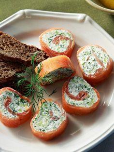 Ρολά καπνιστού σολομού με τυρί κρέμα - www.olivemagazine.gr Fresh Rolls, Salmon Burgers, Finger Foods, Baked Potato, Appetizers, Baking, Ethnic Recipes, Cook, Finger Food