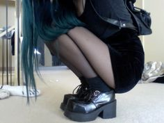 ImageFind images and videos about hair, black and grunge on We Heart It - the app to get lost in what you love. Estilo Grunge, Hipster Grunge, Grunge Girl, Grunge Style, Punk Fashion, Grunge Fashion, Fashion Outfits, Fashion Black, Soft Grunge
