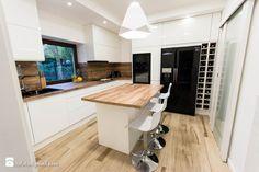 Piętrowy dom - Średnia zamknięta kuchnia w kształcie litery u z wyspą - zdjęcie od HOUSE DESIGN
