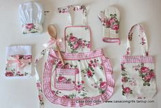 Kit Provençal Infantil - Mini Chefe na Cozinha com todos os Acessórios Love Sewing, Sewing For Kids, Sewing Hacks, Sewing Crafts, Crochet Projects, Sewing Projects, Techniques Couture, Apron Designs, Sewing Aprons