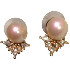 Pre-owned Vintage Christian Dior Pearl & Crystals Pierced Earrings... (€57) ❤ liked on Polyvore featuring jewelry, earrings, accessories, fillers, clothes - jewelry, gold, christian dior, christian dior jewelry, white pearl earrings and pearl earrings
