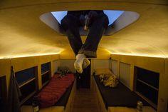 Love the idea of being able to climb up on the roof and enjoy the view! JULIEN: faudra qu'on prévoit une ouverture (avec échelle?) pour monter sur le toit, installer des chaises de camping et profiter de la vue!!