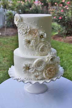 Cascading Buttercream Flowers from recent member-video on Mycakeschool.com.