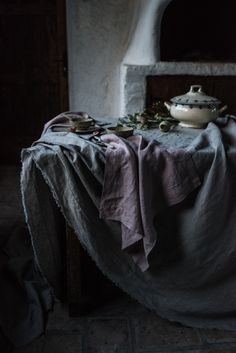 Getting ready for Fall with tablecloths and napkins; essential for dinner feasts. Textile Patterns, Textiles, Bread Storage, Kitchen Linens, Cloth Napkins, Natural Linen, Still Life, Pure Products, Tablecloths