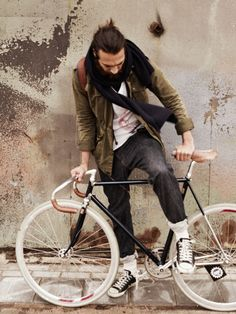 Scotch & Soda Amsterdam Blauw denim for cyclists.