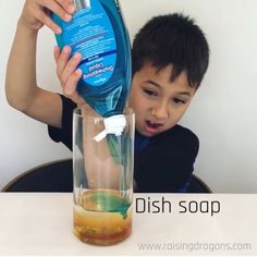 This liquid density experiment is a classic, kitchen science experiment that is easy to pull together from objects you have around the house and will amaze! Grade 2 Science, Preschool Science, Elementary Science, Science Experiments Kids, Science Activities, Science Projects, Density Experiment, Kitchen Science, Toddler Learning Activities