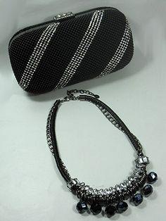 bolsa de festa e colar cristal