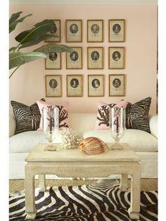Puedes añadir personalidad a cualquier habitación implementando sencillos cambios en los espacios. Desde patrones clásicos en sillones, cortinas, alfombras, almohadones y demás muebles, hasta otros más complejos que generan una impresión intensa y global en el cuarto.