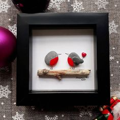Robins - Give your family or friends a really special and personal gift that they surely wont get from anyone else. Robins representing friends or a family circle. ✿ Handmade pebble pictures from South Devon, UK ✿ Comes with black. white, light brown or dark brown frame approx. 12.5