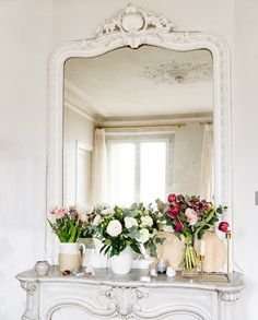 Miroir miroir Est-ce enfin le week-end ? Mirror mirror on the wall Is it the weekend yet? Small Condo Living, Condo Living Room, Living Room Mirrors, Enfin Le Week End, Mirror Over Fireplace, Best Interior Design Blogs, Have A Lovely Weekend, French Decor, Mirror Mirror