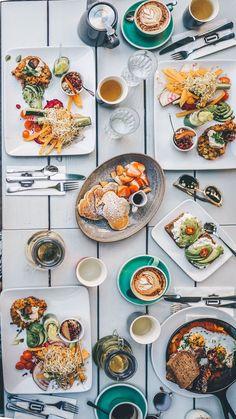 3 trendige Hipster Cafs in Wien // Instawalk Hipster Cafe, Hipster Shop, Vienna Food, Restaurant Hamburg, Lunch Cafe, Beste Burger, Lunch Restaurants, Austrian Recipes, Vegan Cafe