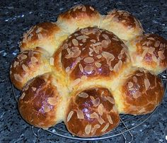 The Dreikönigskuchen, in Englisch King Cake or King's Cake, in French Galette des Rois, in Spanish Roscón de Reyes, is a traditional cake to celebrate January which is the Dreikoenigstag - the day of the three holy kings. Best German Food, The Good German, German Desserts, German Recipes, Deutsche Desserts, Mousse Au Chocolat Torte, German Cake, German Cookies, King Cake Recipe
