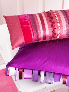Pretty Ribbon-Embellished Pillows Save your trim scraps and other fun findings to use as bands or fringe on playful silk pillows. Make the Pretty Ribbon-Embellished Pillows Sewing Pillows, Diy Pillows, Decorative Pillows, Accent Pillows, Throw Pillows, Pillow Dress, Silk Pillow, Milk Paint, Cute Teen Rooms