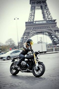 Paris and a bike!!!!!  I can't think of anything better!! <3 <3