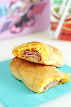 Easy Road Trip Breakfast Recipe: Cheesy Ham & Egg Roll Ups - Comic Con Family Breakfast Dishes, Breakfast Time, Breakfast Recipes, Ham And Eggs, Quick And Easy Breakfast, Brunch Recipes, Yummy Food, Healthy Food, The Best