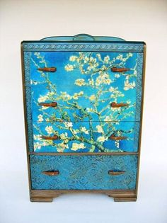 Nice 爱 Chinoiserie? 爱 home decor in chinoiserie style – Antique Deco Van Gogh Dresser in Asian Style The post 爱 Chinoiserie? 爱 home decor in chinoiserie style . Furniture Makeover, Diy Furniture, Deco Turquoise, Oriental Decor, Oriental Furniture, Deco Retro, Asian Interior, Asian Home Decor, Asian Design